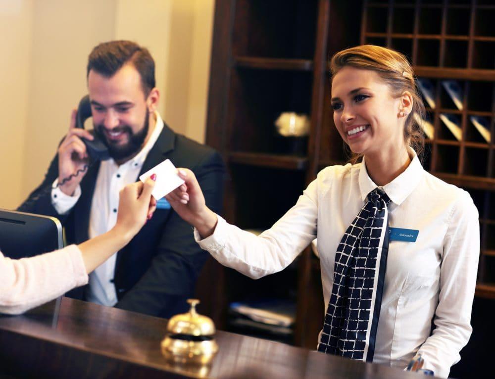 Dobra obsługa hotelowa, czyli jaka?