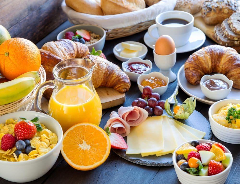 Śniadanie w hotelu. Rozpocznij nowy dzień ze smakiem